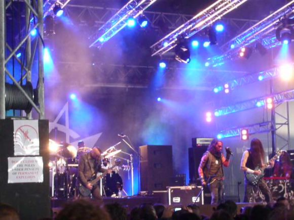 http://10000visions.cowblog.fr/images/Hellfest/2011/vlcsnap2011062718h24m56s21.png